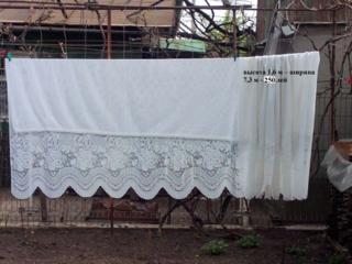 Продается тюль б/у, есть лента, занавески короткие, до подоконника.