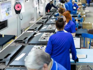 На завод по сборке телевизоров в Польшу требуются сотрудники.