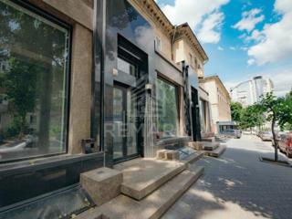 Se vinde spațiu comercial în Centru, PRIMA LINIE, str. A. Puskin. ...