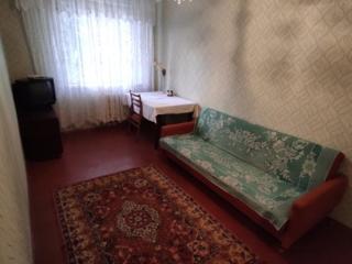 Сдам 2-х комнатную квартиру на долгий срок. 100 у. е.