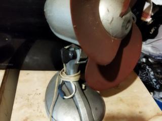 Продам винтажный вентилятор и авиационный прибор