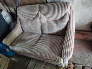 Отличный диван двухместный нераскладной!