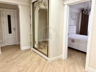 Apartamentul este compus din doua odai separate, intr-un dormitor ...