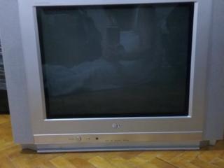 Продаю телевизор в отличном состоянии марки LG.