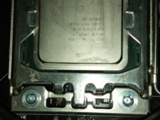 Процессор i7 920 4 ядра -8 потоков! 1366 сокет с медным кулером!