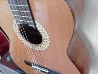 Продается классическая гитара.
