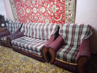 Продам мягкую мебель диван и два неразборных кресла хорошее состояние.