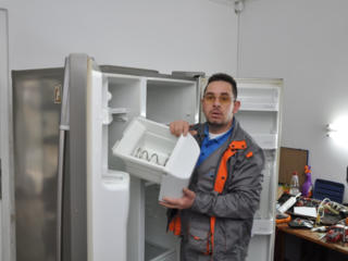 Caut mester pe reparatia conditionerelor, frigiderelor