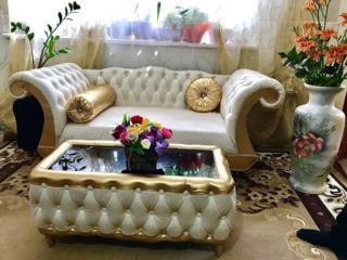 Продам новейший диван со столиком