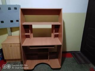Продам компьютерные столы, полочки и шкаф