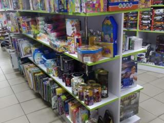 Продавец консультант товаров для детей