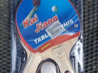 Теннисные ракетки, сетка, шарики, ласты, очки, шапочки для плавания