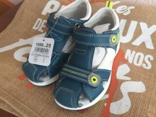 Продаю новые сандали для мальчика.