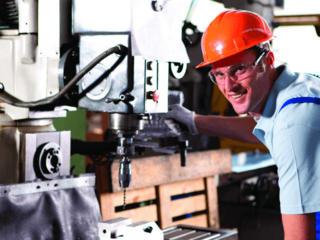 На производстве требуются сварщики и слесаря!