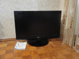 """Продам жидкокристаллический ТВ """"LG"""" диагональ 81 см."""