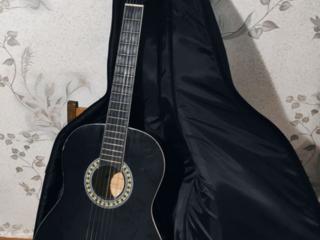 Продается гитара Harley Benton CG200-BK + чехол