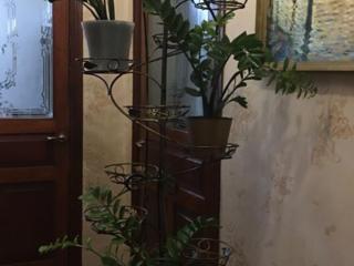 Стойка-подставка для цветов.
