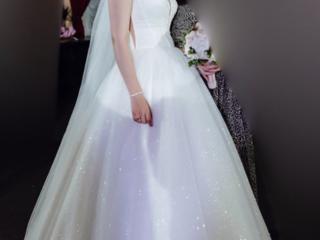 Продам свадебное платье, 46 размера (не венчанное). После химчистки.