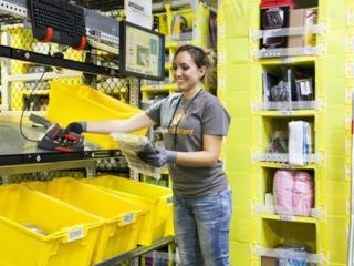 Склады новой одежды набирает на работу сотрудников. Работа в Польше.
