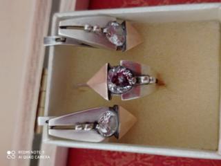 Продам серебряные с позолотой серьги с кольцом 870 руб.