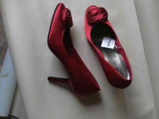 Туфли женские, три пары. Недорого. Торг возможен.