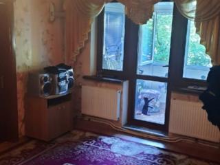Срочно продается 2-х комнт. центр Автономка. середина 1/5 31000 евро!