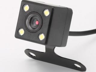 Нужен мастер чтобы установить камеру заднего вида.