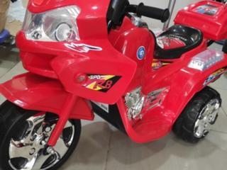 Мотоцикл детский, на трех колесах.