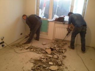 Бригада рабочих строителей строительные работы демонтажные работы переплани
