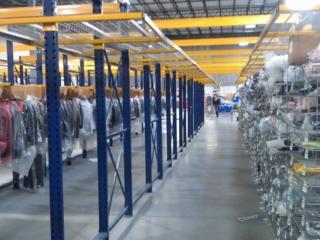 СРОЧНО! Нужны работники на склад новой одежды. Зарплата 800 евро.