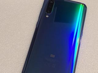Продам смартфон Mi 9 (6/128)