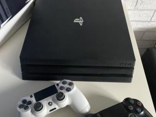 Продам PlayStation 4 Pro / 2Tb SSHD / 2 геймпада/ PS Camera
