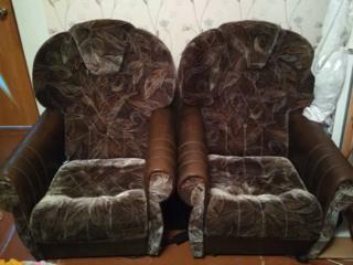 Два нераскладных кресла