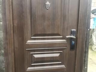 Металлическая дверь тяжелая, есть правая и девая, доставлю