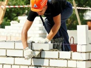 Каменщики, плотники, разнорабочие. На постоянную работу, с хорошей и своевременной