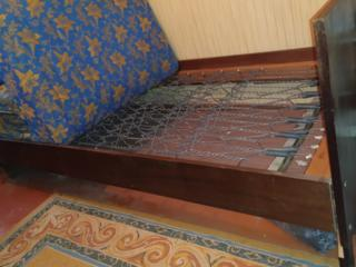 Продам шкаф и две кровати в хорошем состоянии, недорого, самовывоз