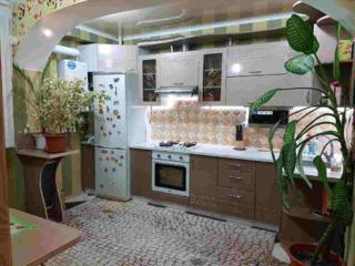 Se vinde apartament cu 2 camere + living in sectorul Botanica. Bloc ..