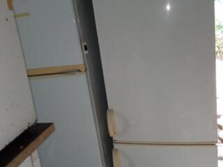 Snaige, морозилка снизу, высота 175см, хорошее состояние. Цена 1700 р