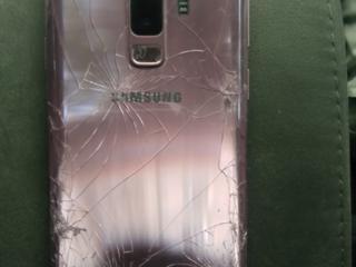 Продается Samsung Galaxy S9+ 64 GB с треснувший стеклом 120у. е.