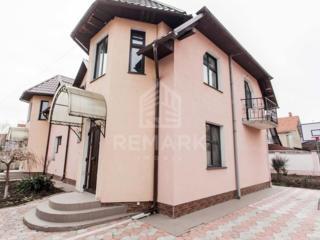 Se dă în chirie casă, str. Miorița! Casa este construită pe un teren .