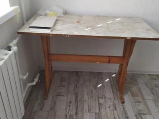 Продам кухонный стол 700 руб.