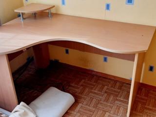 Комп. стол в хорошем состоянии. Возможна доставка.