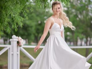 Платье с корсетным лифом и пышной юбкой в белом цвете! Сшито на заказ.