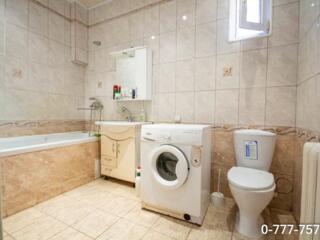 Продается 2 этажный дом с гаражом в Парканах