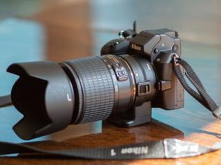 Беззеркальная системная камера Nikon 1 V2