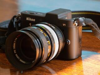 Беззеркальная системная камера Nikon 1 V1, два объектива