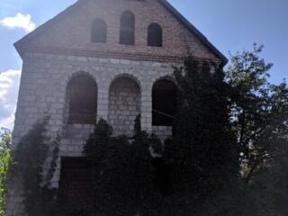 Большой недостроенный дом в Парканах