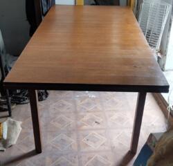 Продам стол раскладной деревянный почти новый фабричный, срочно.