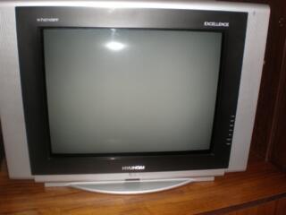 "Продаю телевизор""HYUNDAI""H-TV2110SPF EXcellence. 450 рублей. Пульт."