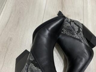 Продам демисезонные кожаные сапоги 38 размера